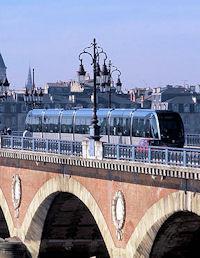Salon TRANSPORTS PUBLICS 2008: le ticket sur téléphone mobile attend le tram de Bordeaux