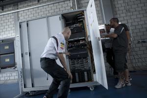 Un Data Center mobile pour suivre les performances des voitures de l'écurie de F1 Sauber