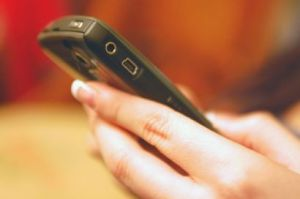 Chaque Français envoie en moyenne 241 SMS par mois