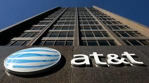 Le CA d'AT&T progresse de 2,9% sur l'ann�e, chute du b�n�fice net