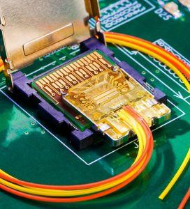 La puce photonique d'IBM prête pour les transferts à haute vitesse