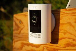 Test Ring Stick Up Cam Battery : Surveillance vidéo sans fil indoor et outdoor, fiable et peu coûteuse