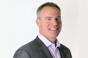 «Le cloud et les environnements de travail hybrides, moteurs de la croissance des réseaux», selon le CEO d'Extreme Networks Ed Meyercord.